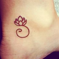 little lotus. Pretty sure this is a henna tattoo but I dig the simplicity.