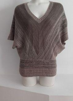 À vendre sur #vintedfrance ! http://www.vinted.fr/mode-femmes/pull-overs-and-sweat-shirts-kimonos/24708254-poncho-marron-kiabi-col-v