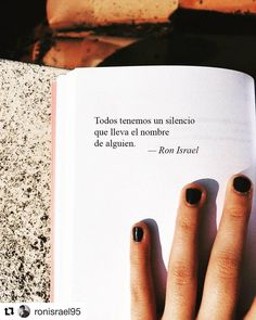 #Repost @ronisrael95 with @get_repost ・・・ #ronisrael #poesia #poesía #poemas #textos #frases #frasesdeamor #frasesbonitas #textosdeamor… Sad Love Quotes, Words Quotes, Best Quotes, Life Quotes, Frases Bts, Frases Love, More Than Words, Some Words, Quotes En Espanol