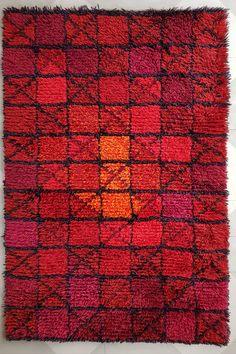 Geometric pattern in vivid red, orange and purple. Vintage Colors, Vintage Rugs, Rya Rug, Textiles, Orange Rugs, Orange And Purple, Mid Century Design, Geometric Designs, Woven Rug
