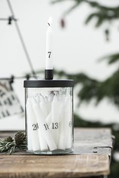 Christmas calendar candles w/black numbers - Ib Laursen Christmas Tree Candles, Advent Candles, Small Christmas Trees, Mini Candles, Small Candles, White Candles, Candle Jars, Christmas Ideas, Luz Natural