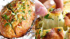 Sýrovo česnekový chléb / Cheese and Garlic bread Garlic Bread, Salmon Burgers, Baked Potato, Mashed Potatoes, Cheese, Meat, Baking, Ethnic Recipes, Desserts