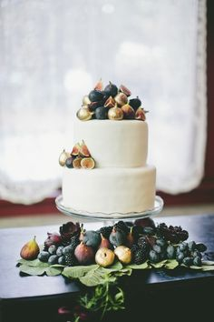 Fig Decorated Wedding Cake Photography: Onelove Photography - onelove-photo.com