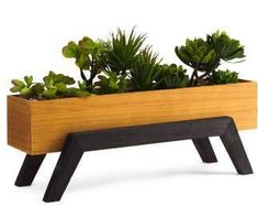 Faux Succulent Garden In Footed Pot - Pflanzen & Pflanzgefäße - T. Metal Furniture, Garden Furniture, Diy Furniture, Pallet Flower Box, Flower Boxes, Wooden Planters, Planter Boxes, Diy Wood Projects, Wood Crafts