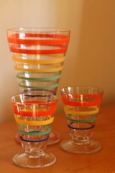 Unknown manufacturer 1930s banded color glasses - finally found the short glasses...
