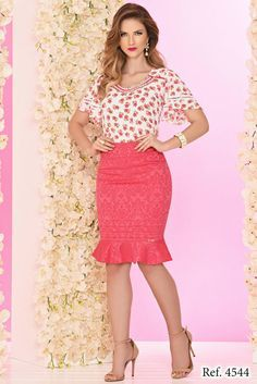 Conjunto crepe estampado pink ZR4544 - NerisBella Moda Evangélica Moda Chic, Work Suits, Office Looks, Office Dresses, Skirt Outfits, Blouse Designs, Casual Looks, Lace Skirt, High Waisted Skirt