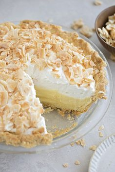 This perfect coconut cream pie is made completely from scratch It s cool and creamy with whipped cream and toasted coconut on top Full recipe on Recipes With Whipping Cream, Cream Pie Recipes, Desserts With Whipped Cream, Köstliche Desserts, Delicious Desserts, Dessert Recipes, Pie Dessert, Coconut Recipes, Pie Coconut
