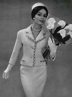 Sondra Peterson Pierre Balmain Suit, photo by Philippe Pottier, 1959 Vintage Fashion 1950s, Fifties Fashion, Vintage Couture, Retro Fashion, Look Retro, Look Vintage, Vintage Mode, 1950s Style, Pierre Balmain