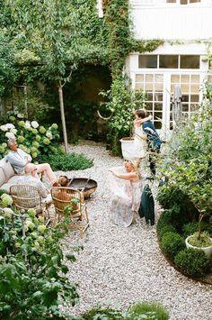Hinterhof und kleiner Garten mit Stil Best Picture For simple patio For Your Taste You are looking f Backyard Patio, Backyard Landscaping, Landscaping Ideas, Stone Landscaping, Sloped Backyard, Back Gardens, Outdoor Gardens, Garden Cottage, Tuscan Garden