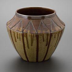 飴釉刻文壷 Pot with engraved, amber glaze 2013
