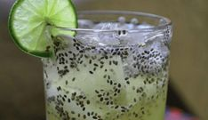 """I know you're asking yourself the question """"Chia water with lemon to eliminate fat? Will lemon water work with chia to cleanse the body? The truth is that, if it works, you should only mix lemon Healthy Drinks, Healthy Recipes, Drink Recipes, Juicing For Health, Nutrition, Body Cleanse, Lemon Water, Lower Cholesterol, Chia Seeds"""