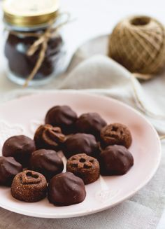 Raw Chocolate Covered Cookies - a delicious healthy snack that keeps energized! Full of healthy fiber, fat, and protein! These would also be a great gift!
