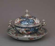 Bowl with cover and stand Imari porcelain Japan 1700