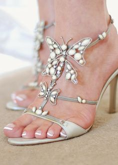I found 'Jun 20 2009 Butterfly shoes' on Wish, check it out! Butterfly Shoes, Butterfly Fashion, Sweet 16 Outfits, Butterfly Wedding Theme, Shoes Stand, Beautiful Shoes, Wedding Shoes, Dream Wedding, Wedding Dresses