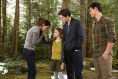 Mackenzie Foy, Kristen Stewart, Robert Pattinson y Taylor Lautner en The Twilight Saga: Breaking Dawn - Part 2