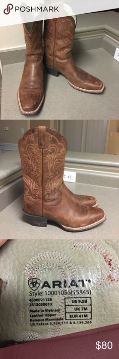 Size 9.5 Ariat Women's boots Lightly worn. Nothing wrong with them! I just never wore them. Ariat Shoes