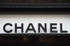 Chanel entre au capital du britannique Farfetch - Chanel nest pas à un paradoxe près. Cette maison qui refuse de vendre ses collections sur Internet a annoncé lundi 19février avoir signé un contrat de cinq ans avec Farfetch. - http://ift.tt/2Fc8OwW - #ino-actu-lemonde-mlemag ifttt m le mag : toute l\'actua - February 18 2018 at 03:06PM