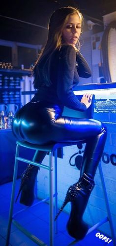 Obssessed with leather, latex, and all shiny clothes ⚧⚢👄 Avatar and cover pics are me. Shiny Leggings, Leggings Are Not Pants, Lycra Leggings, Leder Outfits, Fetish Fashion, Women's Fashion, Sexy Latex, Girls Jeans, Vestidos