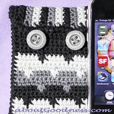 Iphone case in feather stitch - free pattern and tutorial