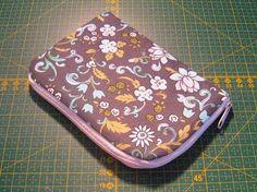 Šijeme obal na mobil rozmerov 10x15cm:      Použitý materiál:   vonkajšia látka 22x16cm  vlizelín 22x16cm (mám myslím 40g/m2, stačí kľudne ...