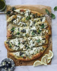 artichoke burrata pizza with lemon basil pesto I howsweeteats.com