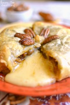 Pumpkin Pecan Baked Brie - just 4 ingredients! Perfect for Thankgiving!