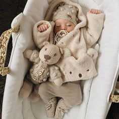 Uploaded by Find images and videos about cute, winter and baby on We Heart It - the app to get lost in what you love. So Cute Baby, Baby Kind, Cute Baby Clothes, Cute Kids, Baby Baby, Babies Clothes, Baby Girls, The Babys, Wanting A Baby