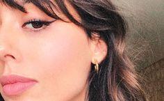 Du willst mit dem Eyeliner das perfekte Cat-Eye malen? Wir haben uns bei der französischen Star-Visagistin Violette einen genialen Trick abgeschaut!