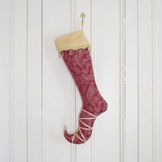 Elegant and majestic, the elf stocking Lady Guinevere is made of pink jacquard patterned with golden paisleys. Christmas Decorations, Holiday Decor, Christmas Ideas, Christmas Stocking Pattern, Shops, Xmas Stockings, Reno, Family Traditions, The Elf