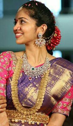 Bride in Double Kasu Mala Choker Antique Jewellery Designs, Gold Jewellery Design, Gold Jewelry, Bridal Jewellery, Diamond Jewellery, Diamond Studs, Traditional Indian Jewellery, Indian Jewelry, Half Saree Function