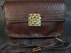 Width Square Bag – Noor Design Vollständig handgefertigte Taschen aus feinstem Leder, Schmuck, Accessoires und Leuchten aus Messing und versilbertem Messing www.noor-design.me