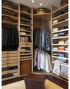 Мебель и предметы интерьера в цветах: черный, серый, светло-серый, бежевый. Мебель и предметы интерьера в .