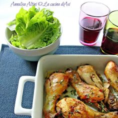 Oggi delle ottime cosce di pollo marinate in vino, olio, limone, aceto:lasciate per ore a insaporirsi e poi cucinate al forno Ricetta carne La cucina di Asi Meat Recipes, Chicken Recipes, Healthy Recipes, Chicken Macaroni Salad, Beef Skillet Recipe, Marinated Chicken Thighs, Fish And Meat, Easy Delicious Recipes, Light Recipes