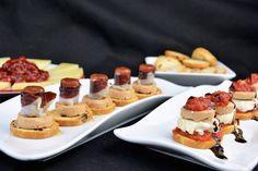 Aquí tenéis una serie de canapés que juegan con el contraste dulce-salado, gracias a los caramelizados de IBSA, tanto el pimiento como el tomate.