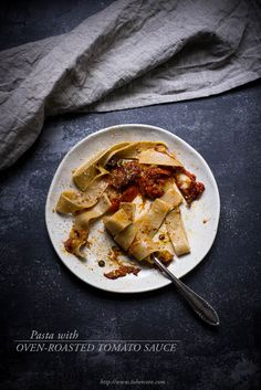 Pasta with oven-roasted tomato sauce