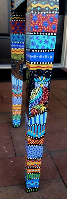 Yard Art Crafts, Diy Arts And Crafts, Garden Poles, Garden Stakes, Diy Furniture Projects, Craft Projects, Peace Pole, Creative Workshop, Bottle Painting