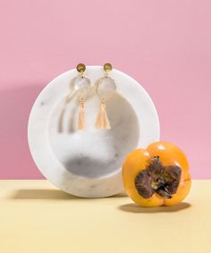Clea Bergkristall Statement Ohrringe von Klunkar. Foto von Thomas Stanglechner. Statements, Stud Earrings, Jewelry, Accessories, Peach Paint, Stud Earring, Crystals, Things To Do, Jewlery