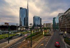 Sulla sinistra la stazione Garibaldi. Quanto anni passati su questo ponte... Ph Franco Brandazzi #milanodavedere Milano da Vedere