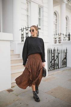 3 Ways To Wear Midi Skirts Source by citystyleshot Fall Fashion 2020 Winter Fashion Outfits, Modest Fashion, Skirt Fashion, Winter Outfits, Autumn Fashion, Abaya Fashion, Fashion 2020, Look Fashion, Fashion Trends