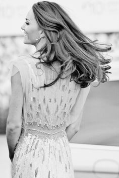 Kate Middleton style: Another stunning gown [pictures] Duchess Kate, Duchess Of Cambridge, Cambridge Uk, Look Fashion, Fashion Beauty, Dress Fashion, Style Kate Middleton, Herzogin Von Cambridge, Glamour