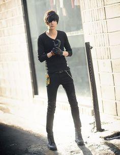 Won jong jin (。◕‿◕。), korean favorite boys. Fashion Moda, Punk Fashion, Boy Fashion, Fashion Outfits, Won Jong Jin, Korean Fashion Work, Asian Fashion, Male Clothes, Poses References