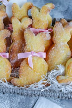 Bunny made of curd cheese - oil - dough- Häschen aus Quark – Öl – Teig Bunny made of curd cheese – oil – dough - Easter Bunny Cake, Easter Cupcakes, Easy Cake Recipes, Healthy Dessert Recipes, Pampered Chef, Low Fat Cake, Dirt Cake, Winter Desserts, Different Cakes