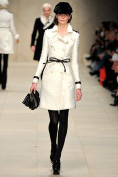 Burberry dollbaby sass white wool trench coat