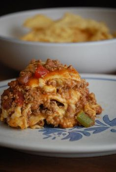 Crock Pot Enchiladas  8 servings   1 pound lean ground beef 1 tablespoon oil  1 small onion, chopped  1 green bell pepper, chopped  1 can (1...