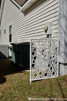 icu ~ Pin on Outdoor Projects ~ DIY PVC pipe privacy screen! DIY a new and beautiful privacy screen with some pvc. Pvc Pipe Crafts, Pvc Pipe Projects, Outdoor Projects, Cheap Pergola, Diy Pergola, Pergola Kits, Trash Can Covers, Garden Fence Art, Privacy Screen Outdoor