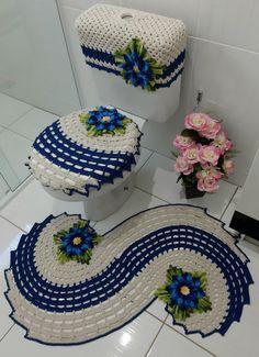 banheiro Vegan Cake vegan cake delivery near me Crochet Doily Rug, Crochet Snowflake Pattern, Crochet Carpet, Crochet Ripple, Crochet Quilt, Doily Patterns, Crochet Home, Crochet Gifts, Crochet Flowers