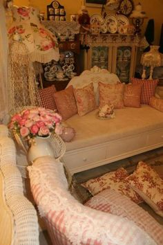 Shabby Chic Bedrooms, Shabby Chic Cottage, Shabby Chic Furniture, Cinderella Bedroom, Cute Room Ideas, Bedroom Decor, Teen Bedroom, Aesthetic Bedroom, Dream Rooms