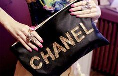 I believe I already posted this once. But I love this Chanel bag. Devine.