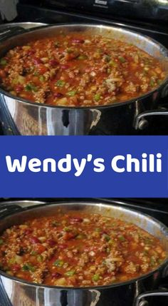 Wendy's Chili Ingredients : 2 pounds fresh ground beef 1 quart tomato juice 1 … can tomato purée 1 can red kidney beans, drained 1 can pinto beans, drained 1 medium-large onion, chopped (about 1 cups) cup diced Tomato Juice Recipes, Chili Recipes, Crockpot Recipes, Copycat Recipes, Crockpot Dishes, Soup Recipes, Chicken Broccoli Casserole, Broccoli Beef, One Pot Dinners