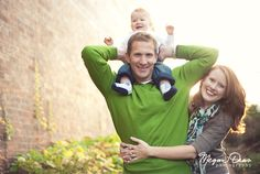 Love this adorable little family picture :D Family Of 3, Family Pics, Family Posing, Family Portraits, Children Photography, Family Photography, Photography Ideas, Portrait Photography, Posing Guide